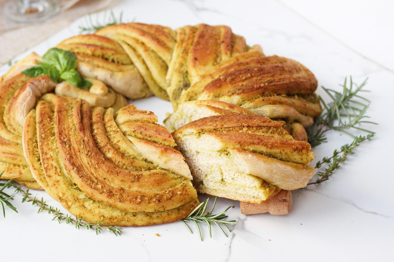 pan trenzado con pesto, corona de pan, como hacer pan, pan casero receta, recetas de cocina, recetas para navidad.