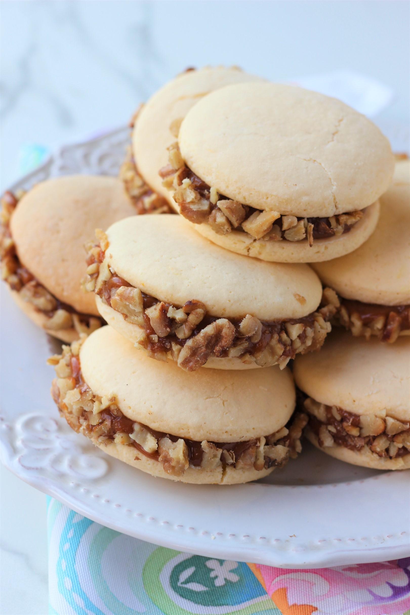 alfajores de maicena con relleno de dulce de leche, recetas de cocina, nueces,