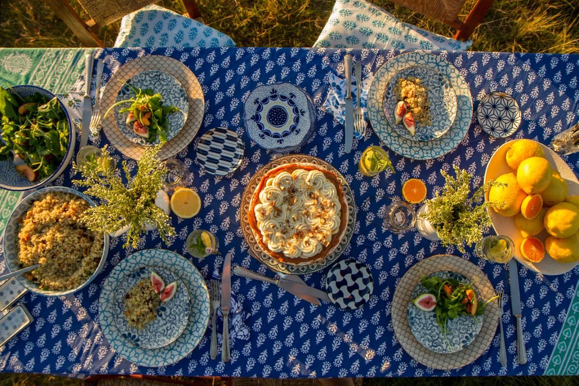 la compañía del oriente, campo, comer al aire libre, poner la mesa, como poner la mesa,