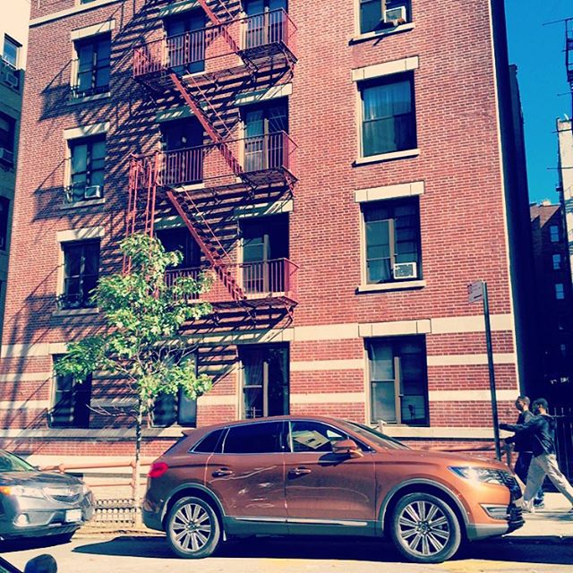 Bella - Lincoln MKX - Washington Heights - Apartment Building