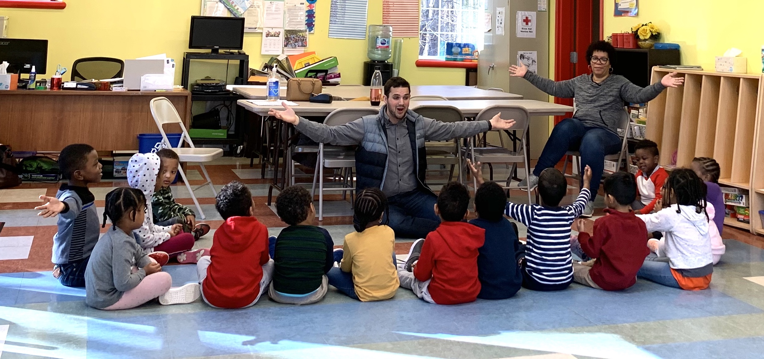 Wesley teaches an early childhood music class for the Tapestry Music Program