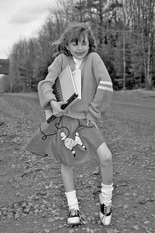 220px-Girl_wearing_poodle_skirt