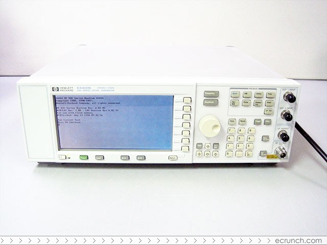 Agilent (HP) E4400B 1 GHz Analog RF Signal Generator with Electronic or Mechanical Attenuator