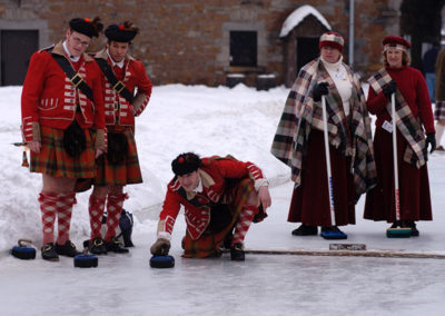 Anciennes_troupes_militaires_Montreal_Frazers_curling
