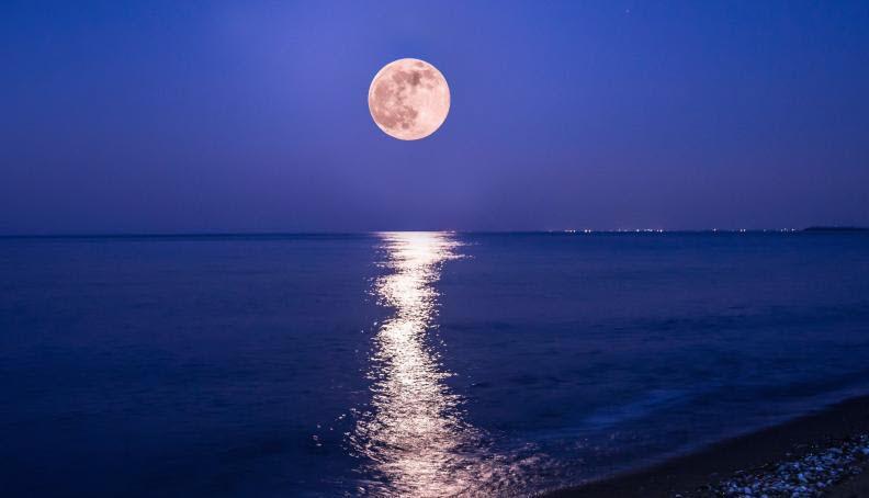 Εκείνο το φεγγάρι
