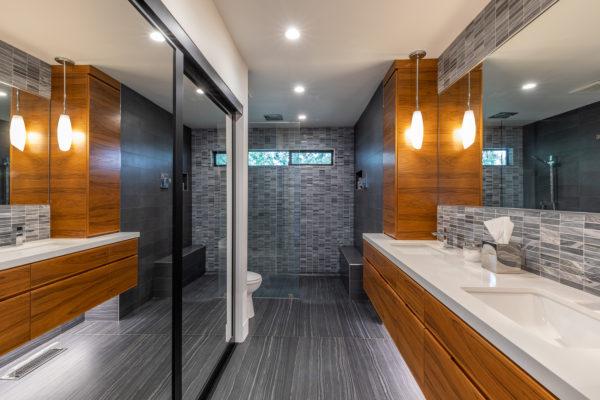Photo-00000-Bathroom One-001