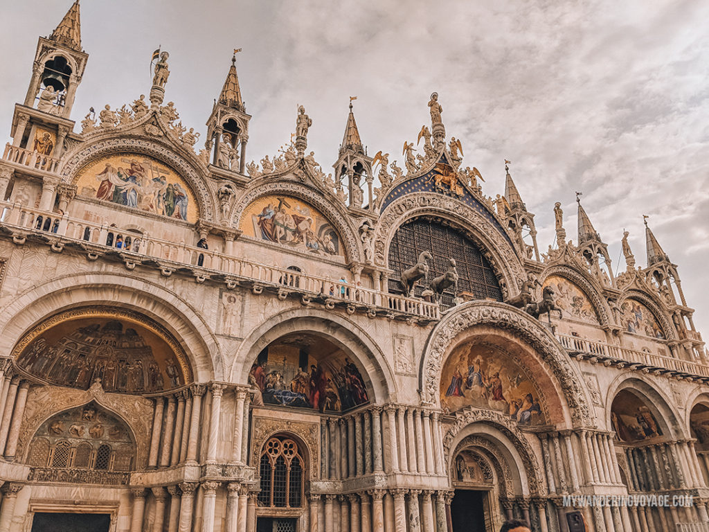 Saint Mark's Square Venice | With the powerful device in your pocket you can take incredible photos of your travels. Here is the ultimate guide to smartphone travel photography. | My Wandering Voyage travel blog #travel #photography #tips #travelphotography #smartphonephotography
