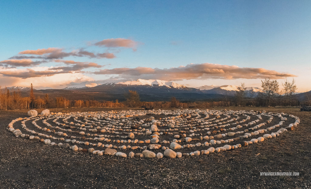Golden hour in Alberta | With the powerful device in your pocket you can take incredible photos of your travels. Here is the ultimate guide to smartphone travel photography. | My Wandering Voyage travel blog #travel #photography #tips #travelphotography #smartphonephotography
