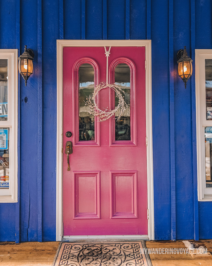 Colourful door in Elora | With the powerful device in your pocket you can take incredible photos of your travels. Here is the ultimate guide to smartphone travel photography. | My Wandering Voyage travel blog #travel #photography #tips #travelphotography #smartphonephotography