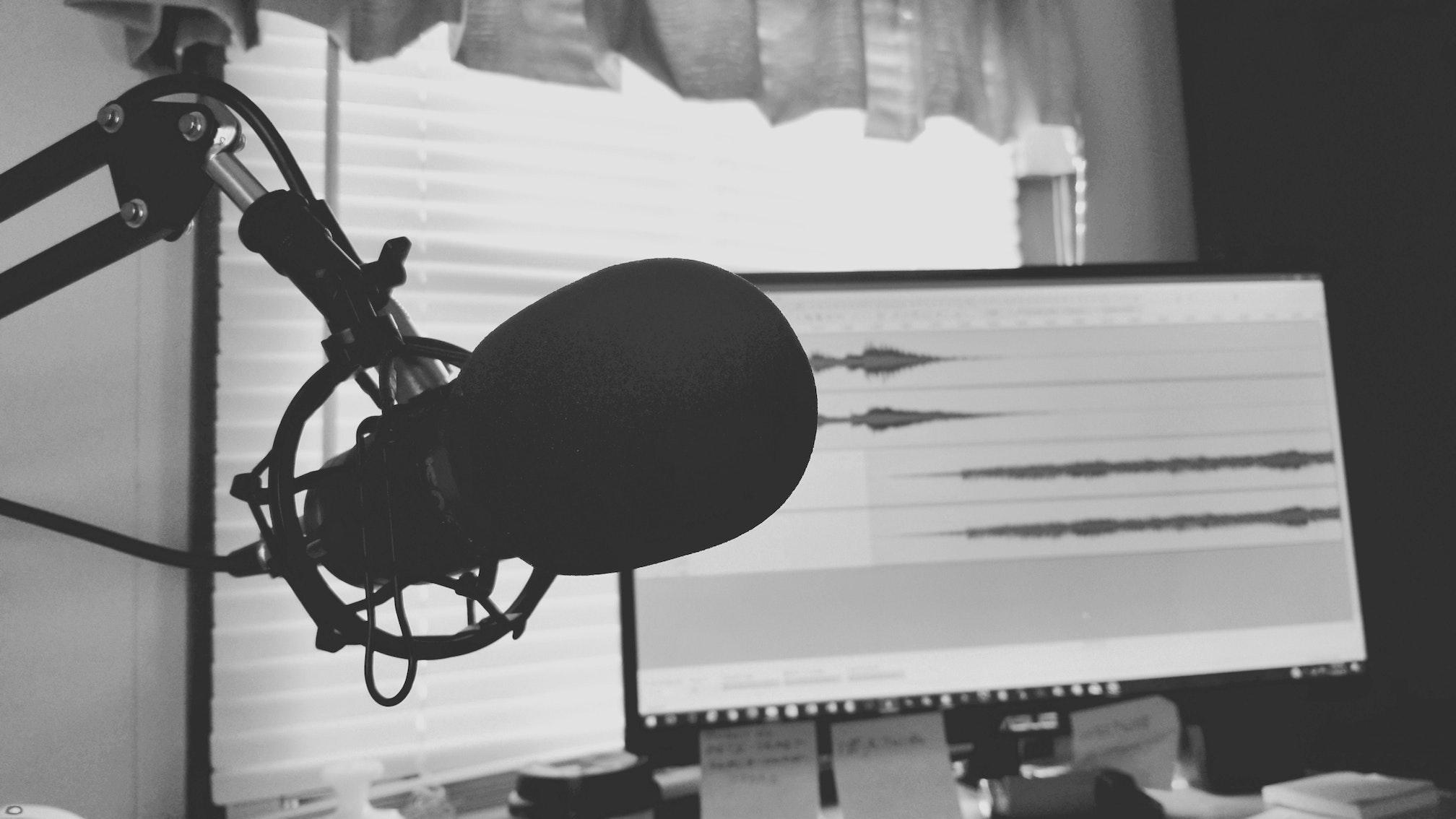 podcast mega-depth photo by Tommy Lopez (Pexels)