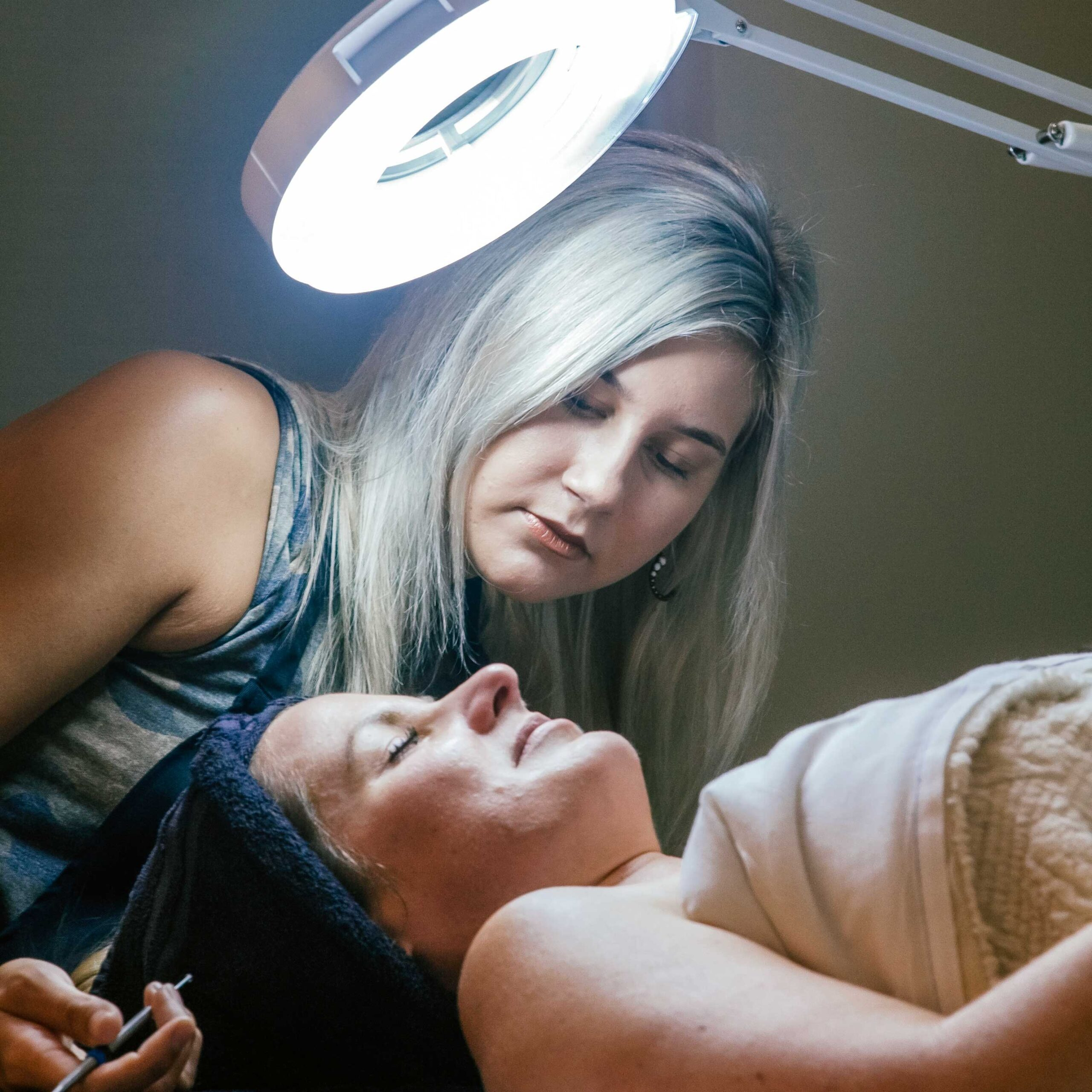 organic-facial-with-client