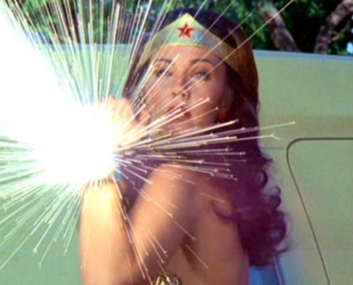 wonder-woman-reflecting-bullets