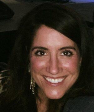 Kelly Headshot