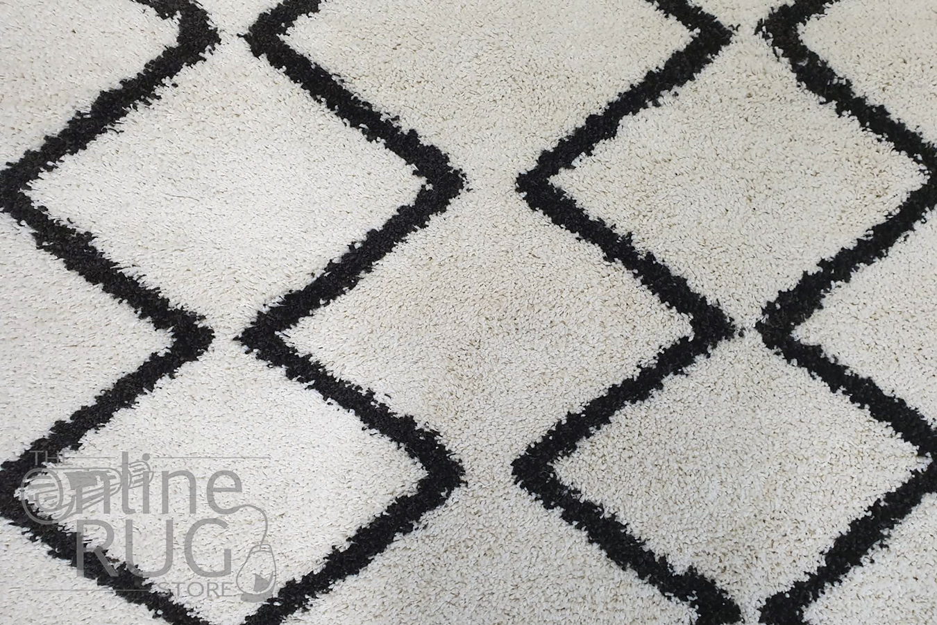 Saffia Natural Off-White Zigzag Plush Boho Rug