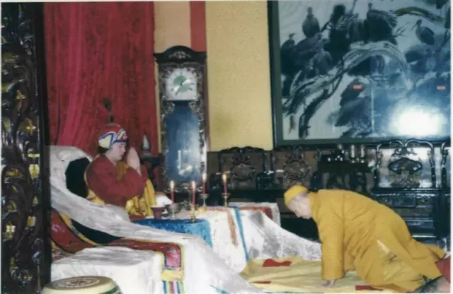 Dharma Master Qing Ding acknowledged H.H. Dorje Chang Buddha III as his master and beseeched for Buddha-dharma.