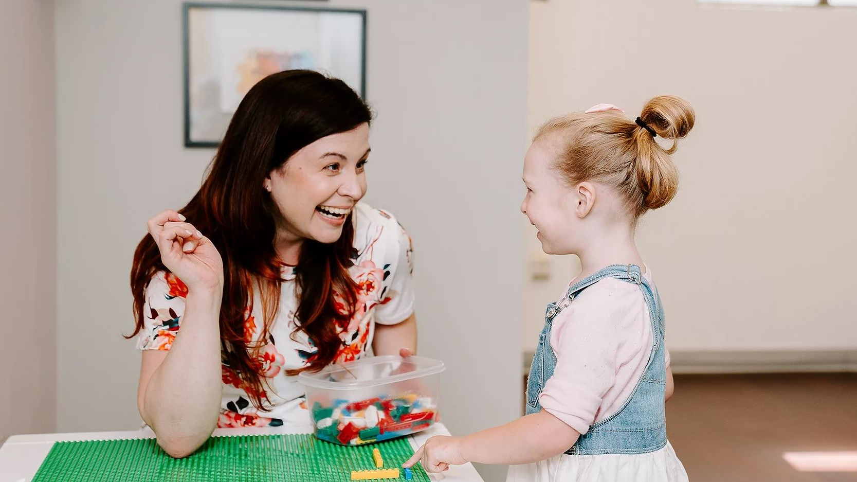 Speech therapy with lego bricks as tools