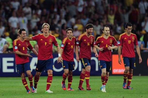 Spain defends Euro title with 4-0 win over Italy