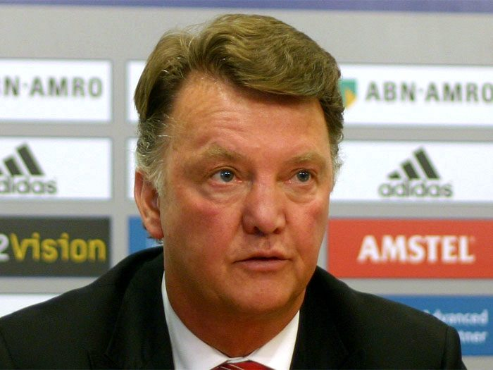 louis van gaal to be sacked or quit manchester united?