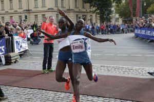 Joyce Chepkirui (left) and Emily Chebet battle at the finish line. Credit: BERLIN RUNS / Action Photo