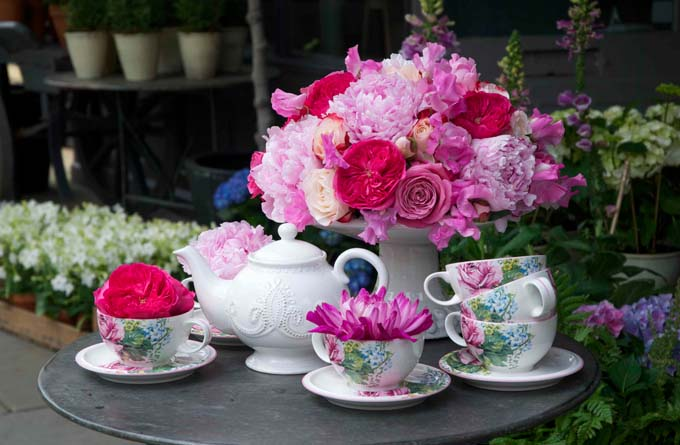 How to make a floral centrepiece for a garden party