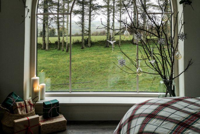 How to create a stunning christmas window display