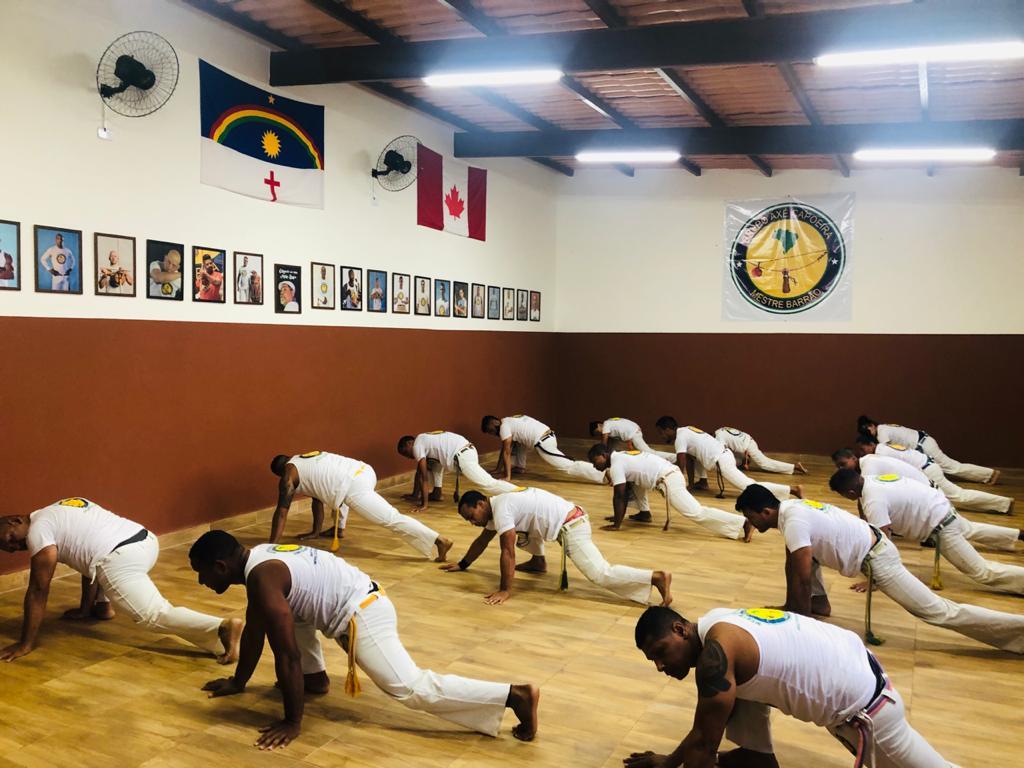 Grupo Axé Capoeira   Quintal do Mestre Barrão