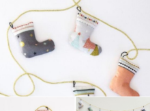 DIY Tiny Stocking Bunting for holiday decor