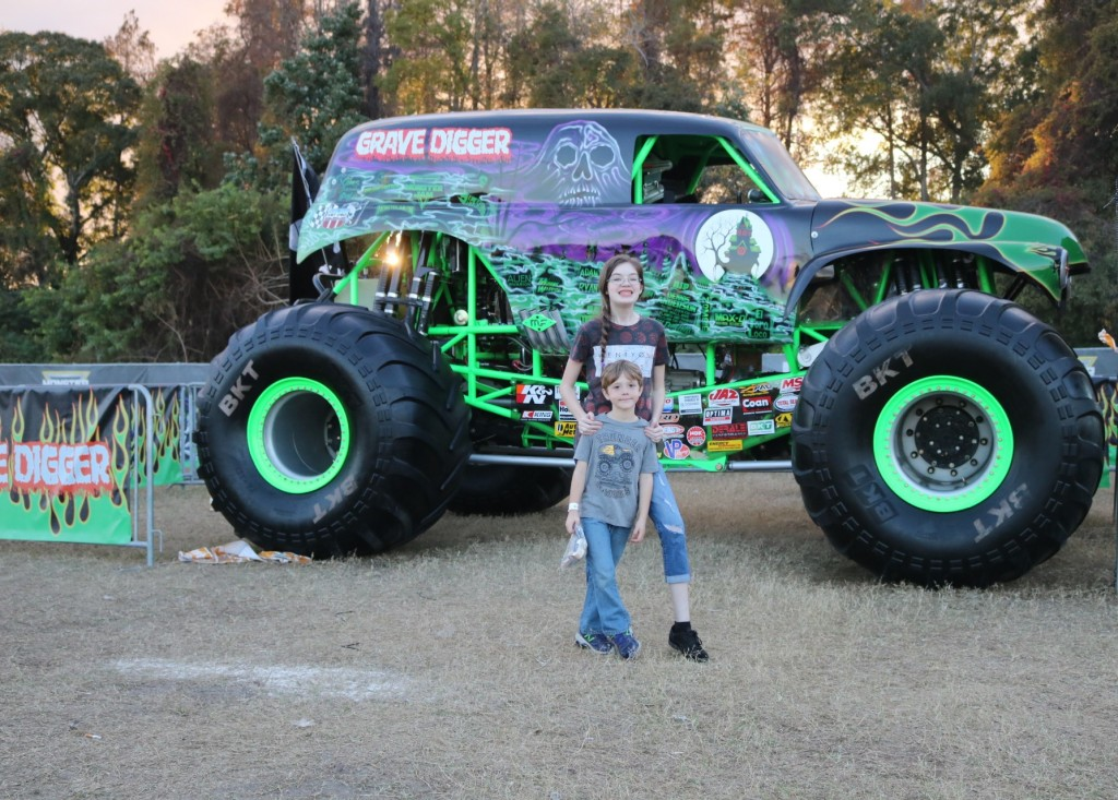 Grave Digger - Monster Jam - Party in the Pits - Tampa