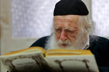 """Rabbi Chaim Kanievsky claims he is in communication with soon appearing """"Messiah"""""""