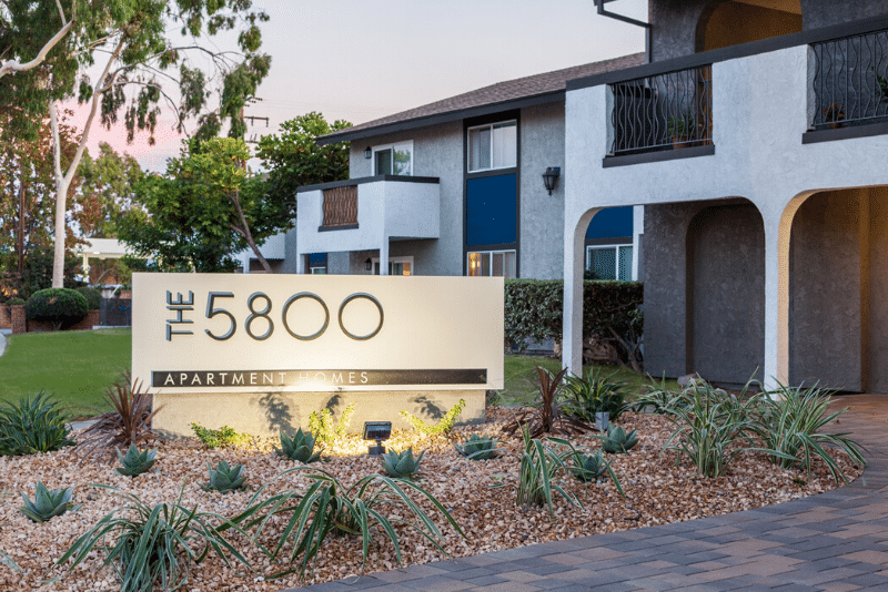 The 5800 Apartment Homes Entrance