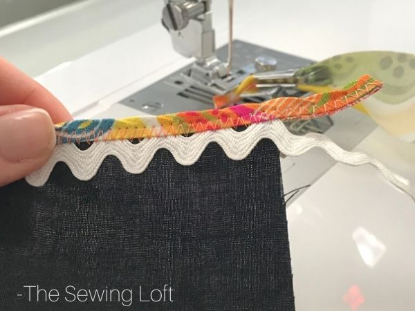 Add decorative binding details to your garments with ease by using the bias binder foot. A sewing accessory must have tool! Learn to sew with this free video class.