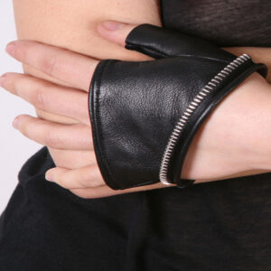 Cropped fingerless leather gloves with zipper trim