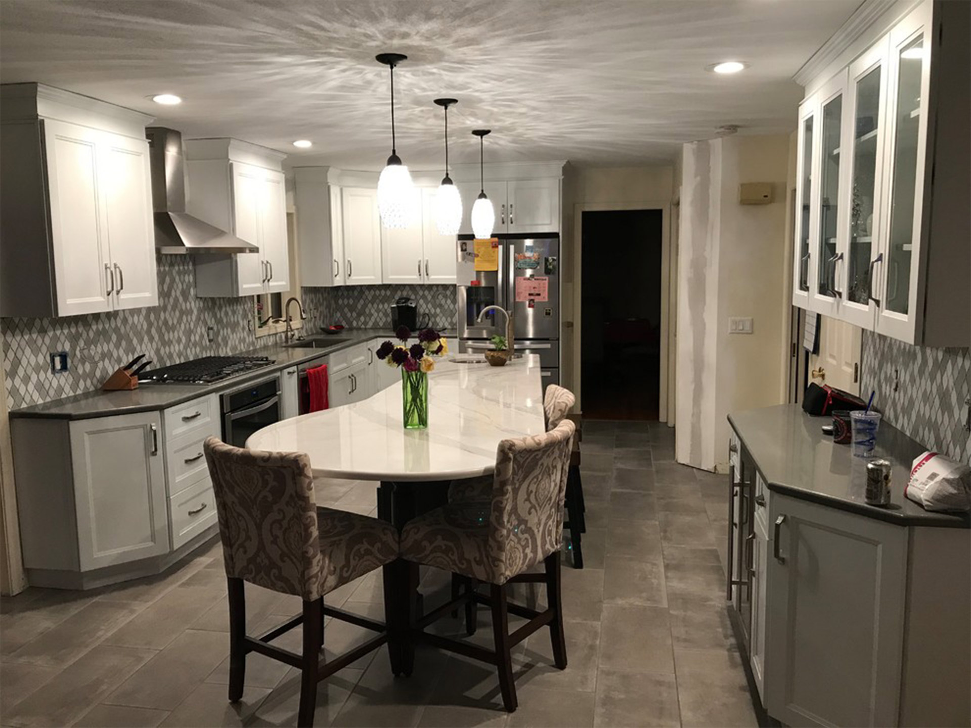 modern kitchen with Cubitec cabinets and quartz countertop