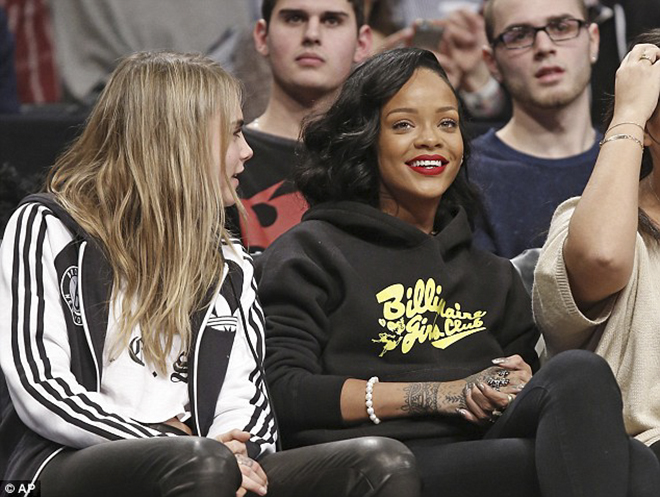 shiekh-shoes-rihanna-wears-air-jordan-retro-1-og-high-bred-to-brooklyn-nets-game-1