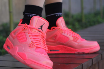 Air Jordan 4 on foot