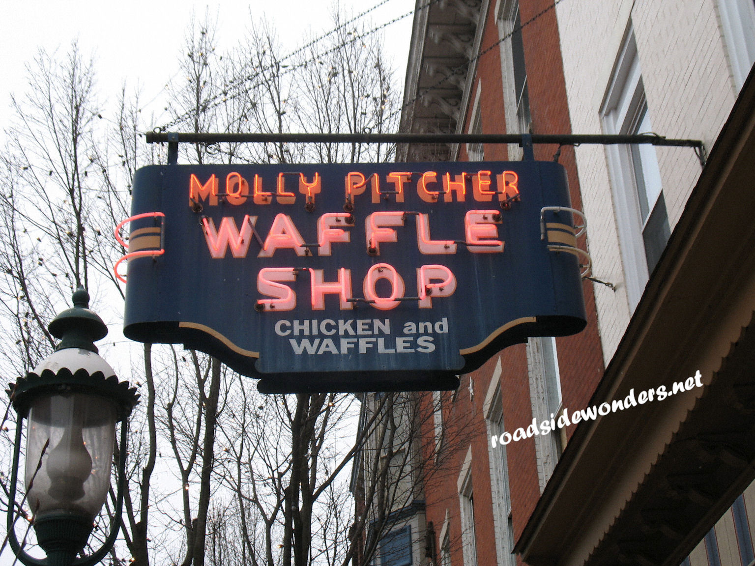 Vintage Neon – Molly Pitcher Waffle Shop