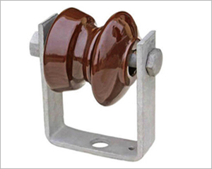 porcelain shackle insulator with D-bracket