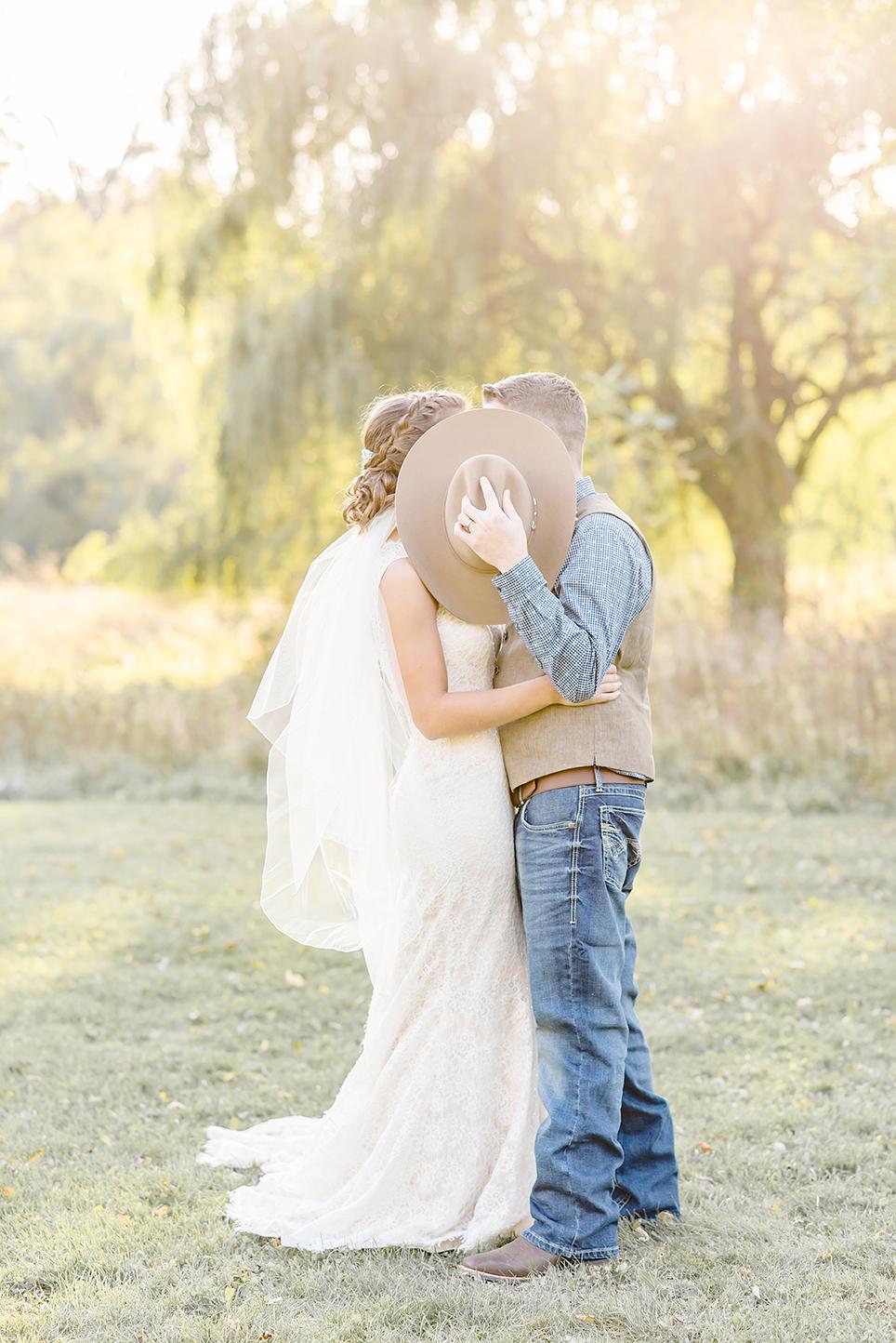 MICHIGAN-WEDDING-PHOTOGRAPHER-MICHIGAN-WEDDING-PHOTOGRAPHY-HERITAGE-PARK-ADRIAN-MICHIGAN