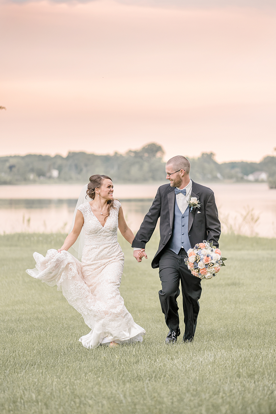 LINDSAY-ADKINS-PHOTOGRAPHY-MICHIGAN-WEDDING-PHOTOGRAPHER-SAUK-VALLEY-RESORT-WEDDING