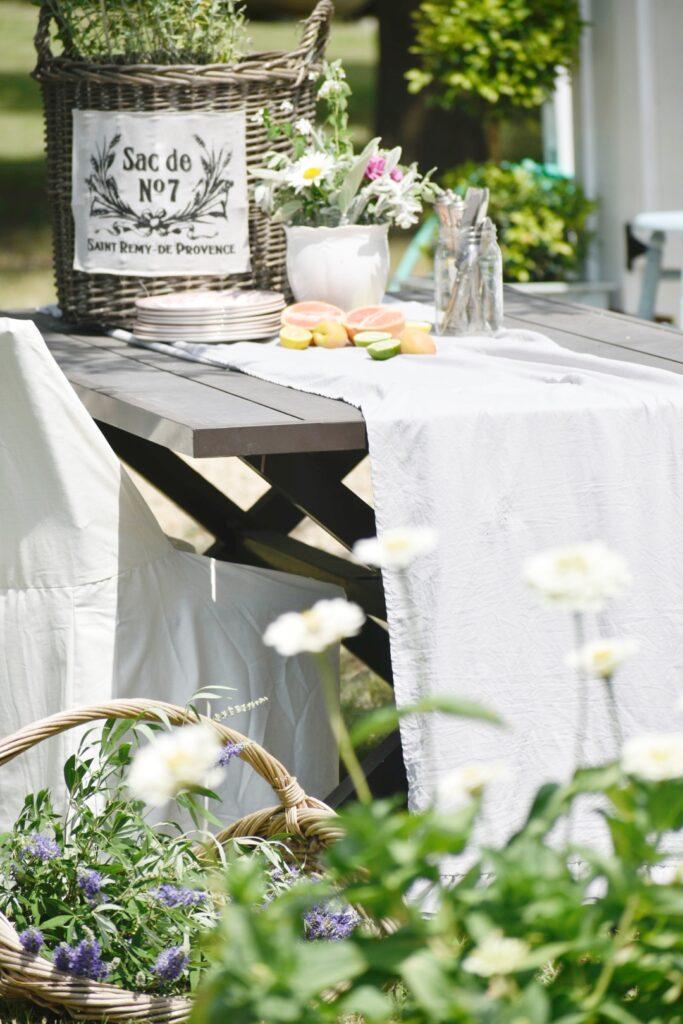 summer garden dining