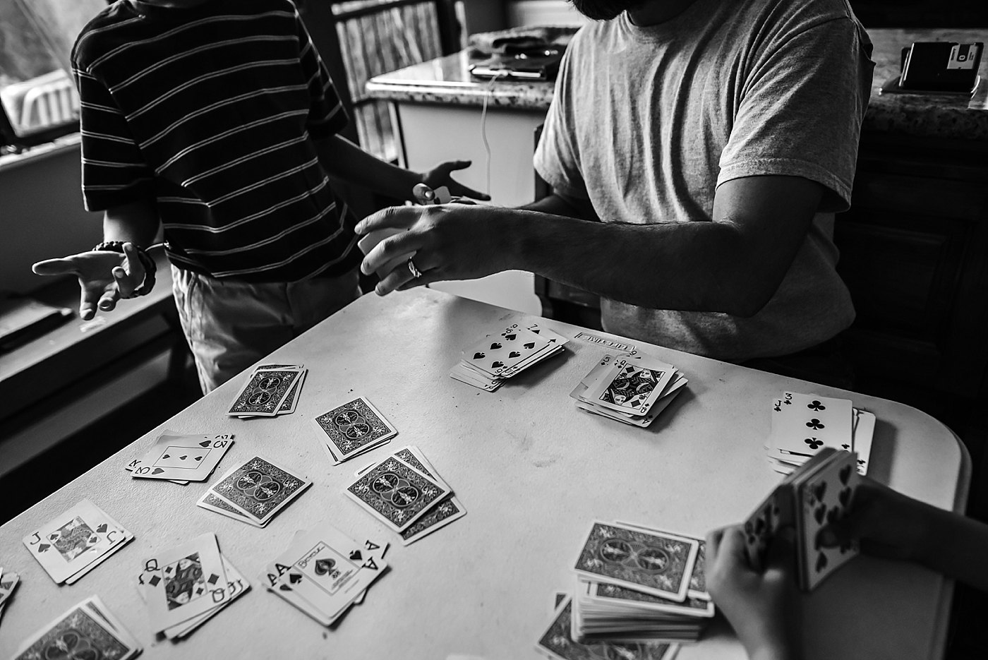 dad and son playing cards redlands family photographer