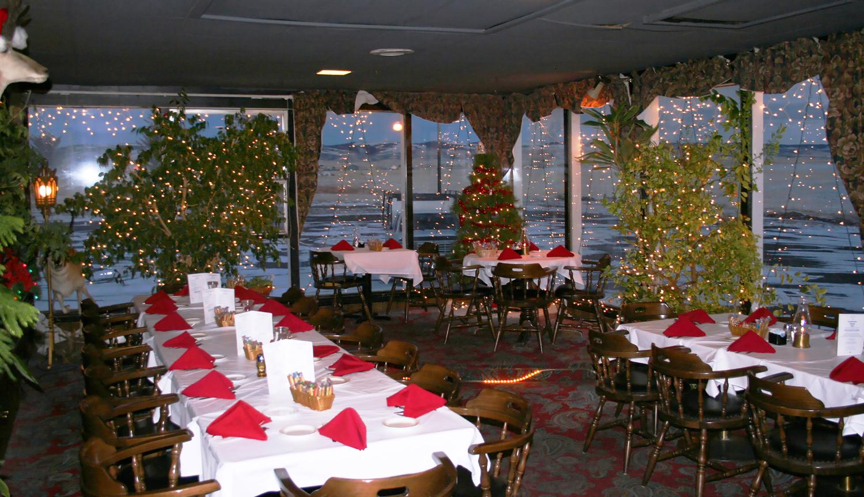 275-atrium-with-tables