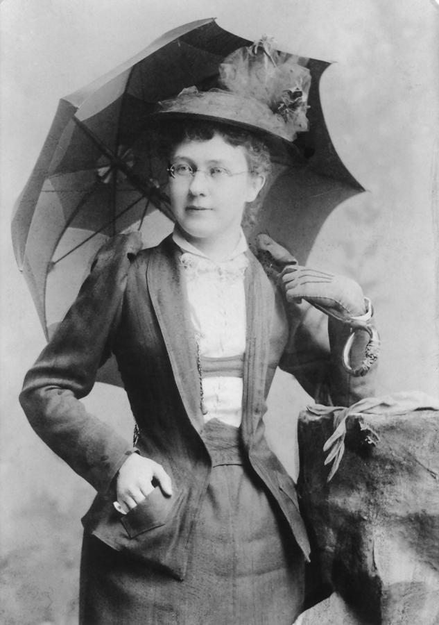 Estelle-Reel,-with-umbrella-parasol-dura