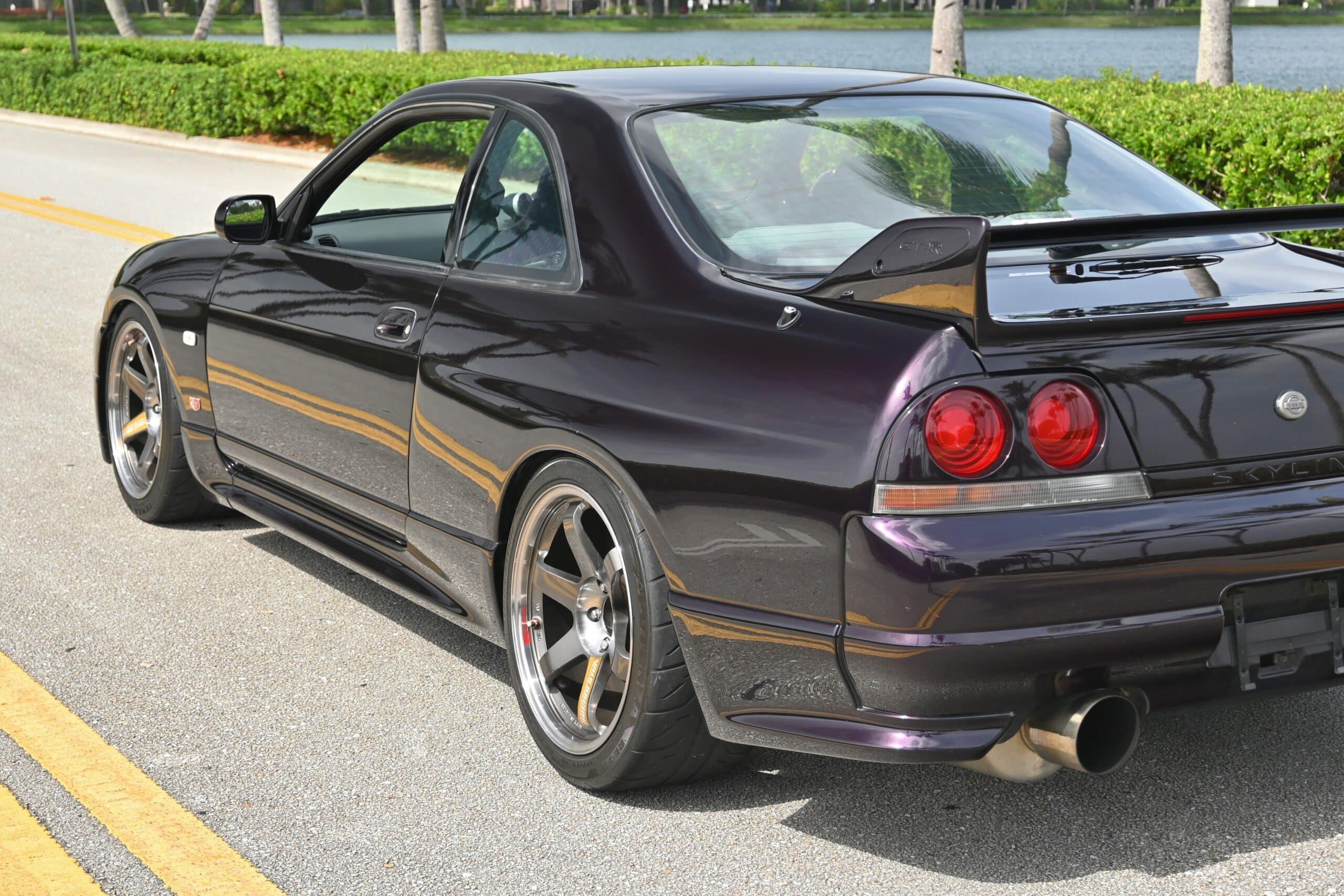 1996 Nissan GT-R R33 Skyline Midnight Purple T88 Single Turbo – HKS supporting mods – R34 GTR Bucket Seats