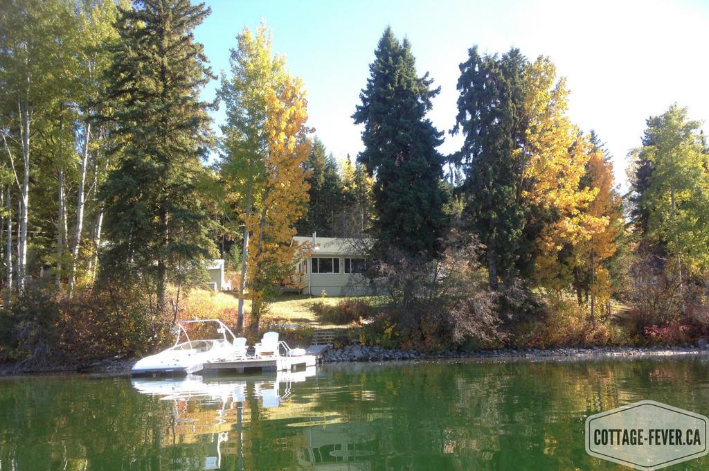 Cottage lake autumn
