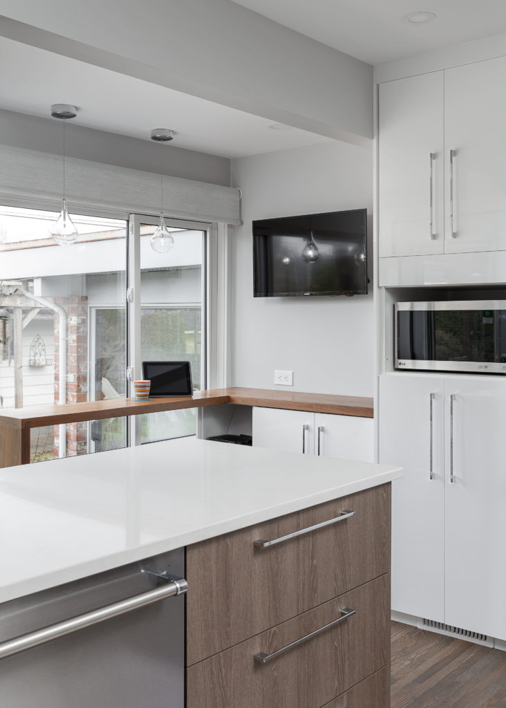 coffee bar, kitchen renovation, white glossy cabinets, caesarstone