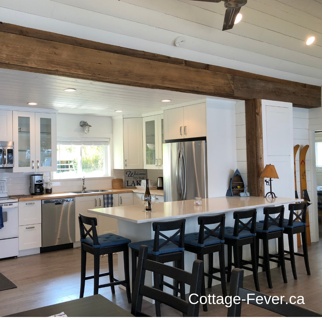 Cottage peninsula with seating for six