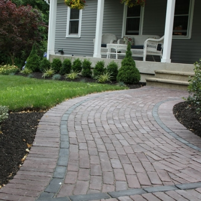 Walkway with 3 color Copthorne field and Basalt interior border and Burgundy Red exterior border
