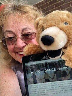 Dr. Sue Ashokan Online Music Camp w Puppet
