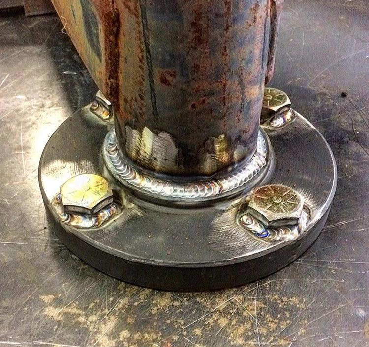 Welded pipe flanges